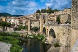 Excursión de un día para grupos pequeños por los pueblos medievales desde Barcelona
