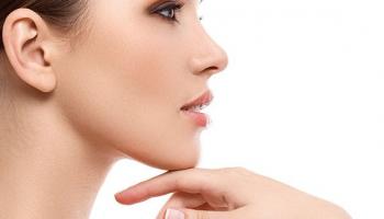 Mesoterapia, vitaminas y ácido hialurónico en cara, cuello y escote