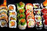 Sushi take-away o Menú para comer en el restaurante